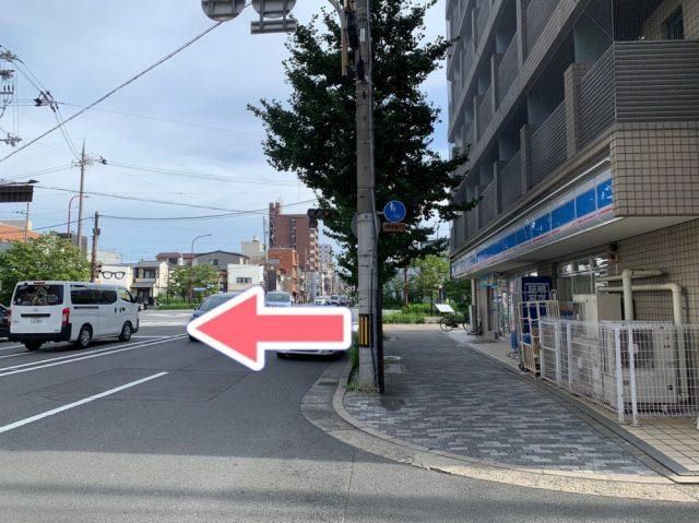 ローソンが見えてくるので、その正面の横断歩道を渡ります。